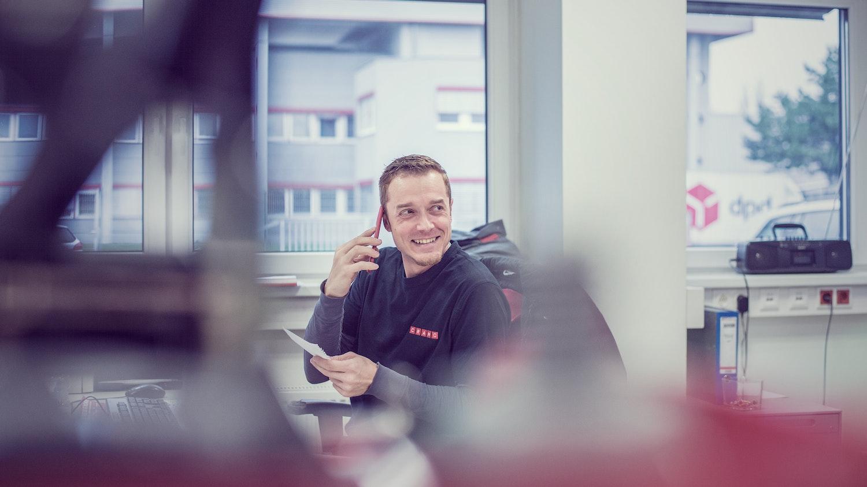 Cramo employee talking on the phone.