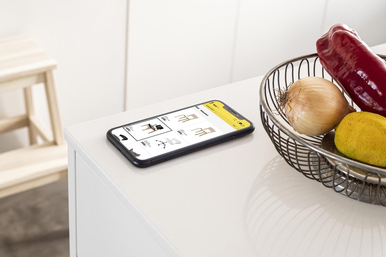 Mobile view of the Hullut Päivät website.